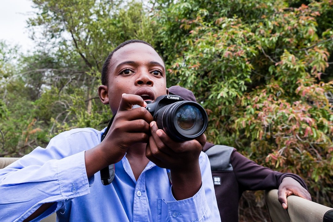 Andy Mahlo from Lepono High School sees his first rhino.